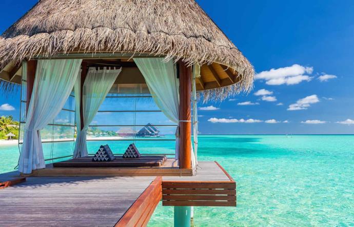 Gazebo romantico sul mare delle Maldive