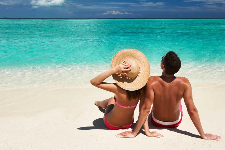 Due novelli sposi in luna di miele alle Maldive