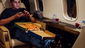 Martin Garrix - Pizza (Video ufficiale e testo)
