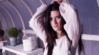 Laura Pausini - Sono solo nuvole (Video ufficiale e testo)
