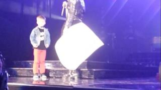 Demi Lovato: la proposta di matrimonio durante il concerto in Illinois (video)