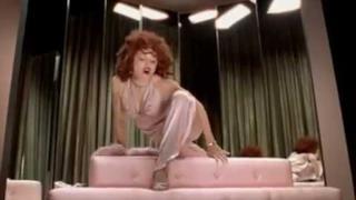 Madonna - Hollywood (Video ufficiale e testo)