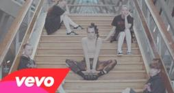 MØ - Walk This Way (Video ufficiale e testo)