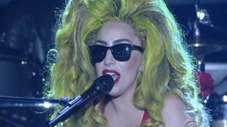 Lady Gaga canta Dope & G.U.Y per il David Letterman Show al Roseland Ballroom