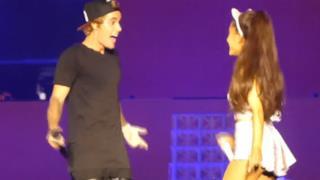 Ariana Grande duetta ancora con Justin Bieber a Los Angeles (video)