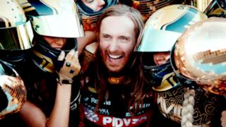 David Guetta - Dangerous (feat. Sam Martin) (Video ufficiale e testo)