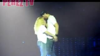Enrique Iglesias live with fan sexy moves