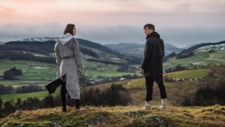 Martin Garrix - Scared To Be Lonely ft. Dua Lipa (Video ufficiale e testo)