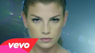 Emma Marrone sexy acrobata nel video di Occhi Profondi #ciaone