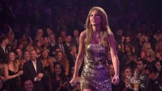 Taylor Swift artista dell'anno agli AMA Awards 2013