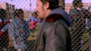 Bruce Springsteen - Streets Of Philadelphia (Video ufficiale e testo)