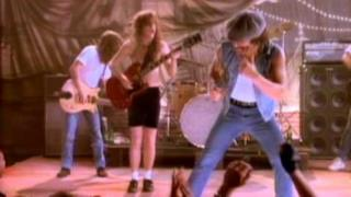 AC/DC - Stand Up (Video ufficiale e testo)