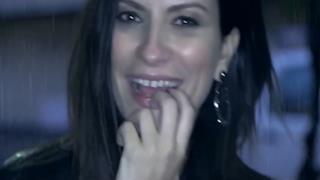 Laura Pausini ft. Marc Anthony - Se Fué (video ufficiale, testo e traduzione)