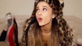 Ariana Grande - Santa Tell Me (Video ufficiale e testo)