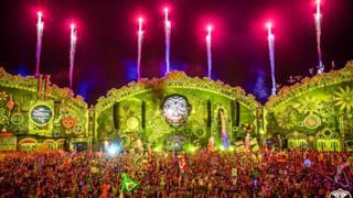 Showtek TomorrowWorld 2015