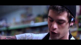 Fedez - Penisola Che Non C'è (Video ufficiale e testo)