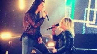 Elisa canta Maledetto Labirinto con Emma all'Arena di Verona (video)