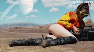 Yves V - Daylight (Video ufficiale e testo)