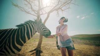 Lily Allen - Air Balloon (video ufficiale, testo e traduzione)