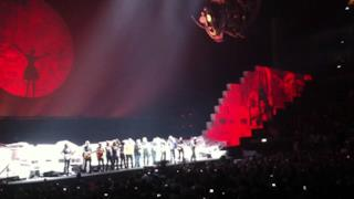 Outside The Wall - Dave Gilmour and Nick Mason join Roger Waters on stage 12may 2011