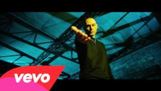Fabri Fibra - E Tu Ci Convivi (feat. Gue' Pequeno) (Video ufficiale e testo)
