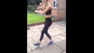Cutting Shapes, il video virale della ragazza che balla la shuffle dance