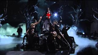Katy Perry canta Dark Horse ai Grammy Awards 2014