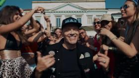 Max Pezzali - Le canzoni alla radio (feat. Nile Rodgers) (Video ufficiale e testo)