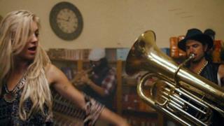 Major Lazer - Too Original (feat. Elliphant & Jovi Rockwell) (Video ufficiale e testo)