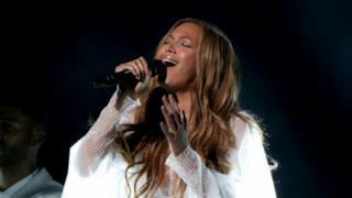 Beyoncé, ai Grammy 2015 un tributo a Selma con John Legend e Common