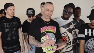 Fabri Fibra nel video per Il Rap Nel Mio Paese dissa Fedez e il rap da talent show