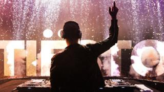 ClubLife 447 | Tiësto | Tracklist