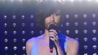 Conchita Wurst, la drag queen barbuta canta Heroes a Sanremo 2015