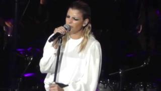 Emma - Resta ancora un po' (live Arena di Verona 2014)