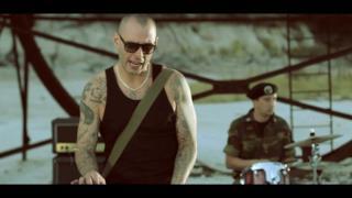Fabri Fibra - Vip In Trip testo e video ufficiale