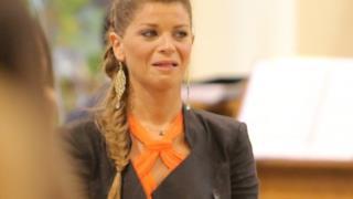 Alessandra Amoroso canta l'Ave Maria al matrimonio della sorella Francesca