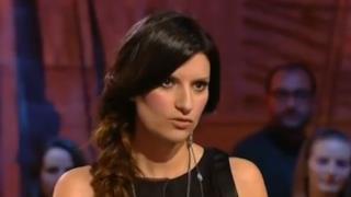 Laura Pausini a Le Invasioni Barbariche canta il nuovo singolo 2014