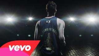 Emis Killa si dà al basket nel nuovo video ILGT (I Love This Game)