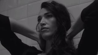 Nina Zilli sensualissima e malinconica nel video ufficiale di Sola