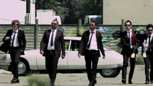 """Lo Stato Sociale - Il Paese Dell'Amore (""""ROMOLO+GIULY La Guerra Mondiale Italiana"""" Soundtrack) (Video ufficiale e testo)"""