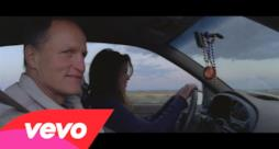 U2, l'emozionante video di Song for Someone con Woody Harrelson