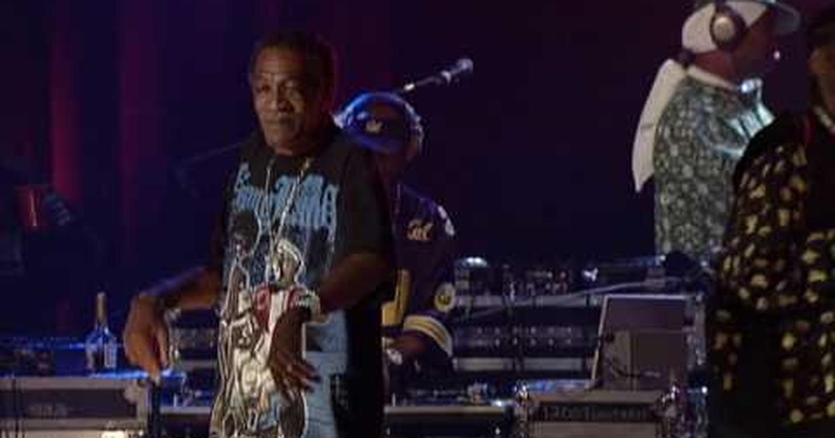 Snoop Dogg - 2 Of Amerikaz Most Wanted (Tupac Shakur Tribute) (Video  ufficiale e testo)