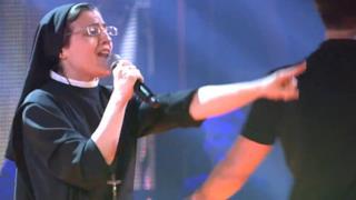 Suor Cristina canta The Time Of My Life e va in finale a The Voice