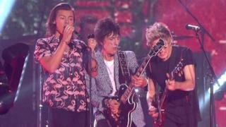 One Direction & Ronnie Wood - Where Do Broken Hearts Go live @X Factor UK (video)