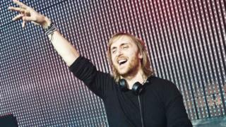 David Guetta & Showtek ft. Vassy - Bad (lyric video ufficiale e testo)