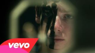 Fall Out Boy - American Beauty/American Psycho (Video ufficiale e testo)