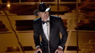 Tim McGraw - I'm Not Gonna Miss You (live Oscar 2015 video)