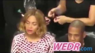 Beyoncé in trance allo stadio: è controllata dagli Illuminati?