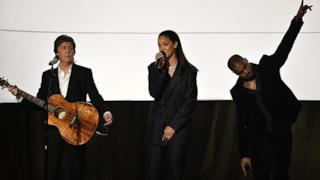 Rihanna, FourFiveSeconds live ai Grammy 2015 con Kanye West e Paul McCartney