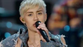 Miley Cyrus - Wrecking Ball (Live MTV Unplugged)